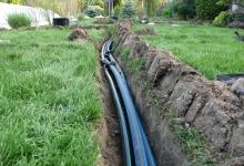 drážka pro zavlažovací potrubí